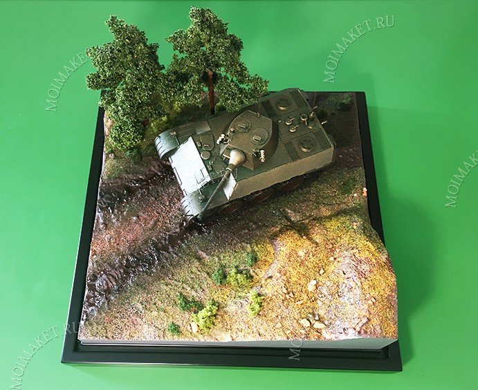 Model of tank with trees and relief