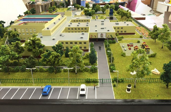 Parking before school entry on the model