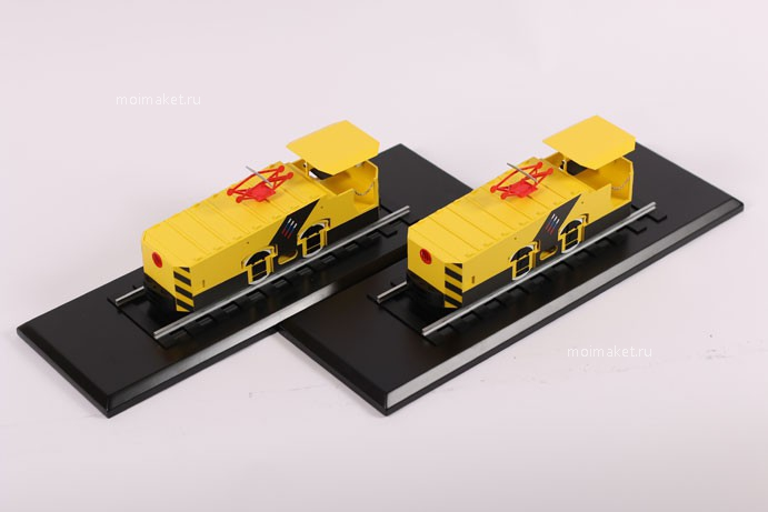 Two models of electric locomotive